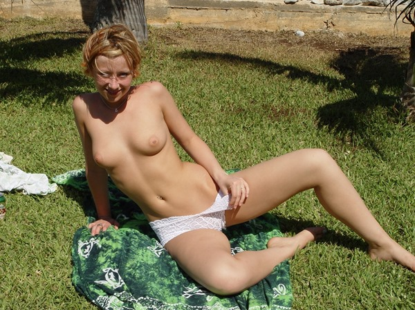 lindsey-nude-outdoors