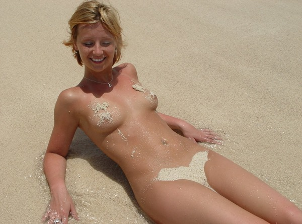 sexy-lindsey-naked-in-the-sand